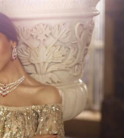 Pendant offers in the Tanishq catalogue in Agra