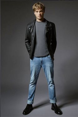 Leather jacket offers in the Lee catalogue in Delhi