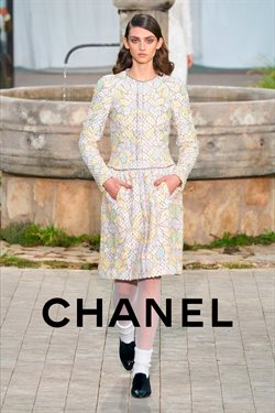 Chanel catalogue ( 19 days left )