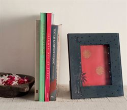 Photo frame offers in the Goodearth catalogue in Delhi